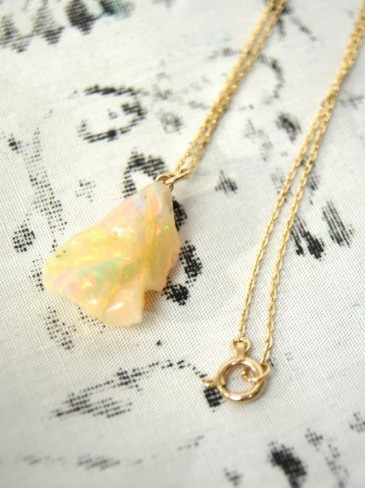 OPAL GEMSTONE NECKLACE (GOLD)