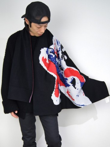 DRAWING GRAPHIC KNIT STOLE
